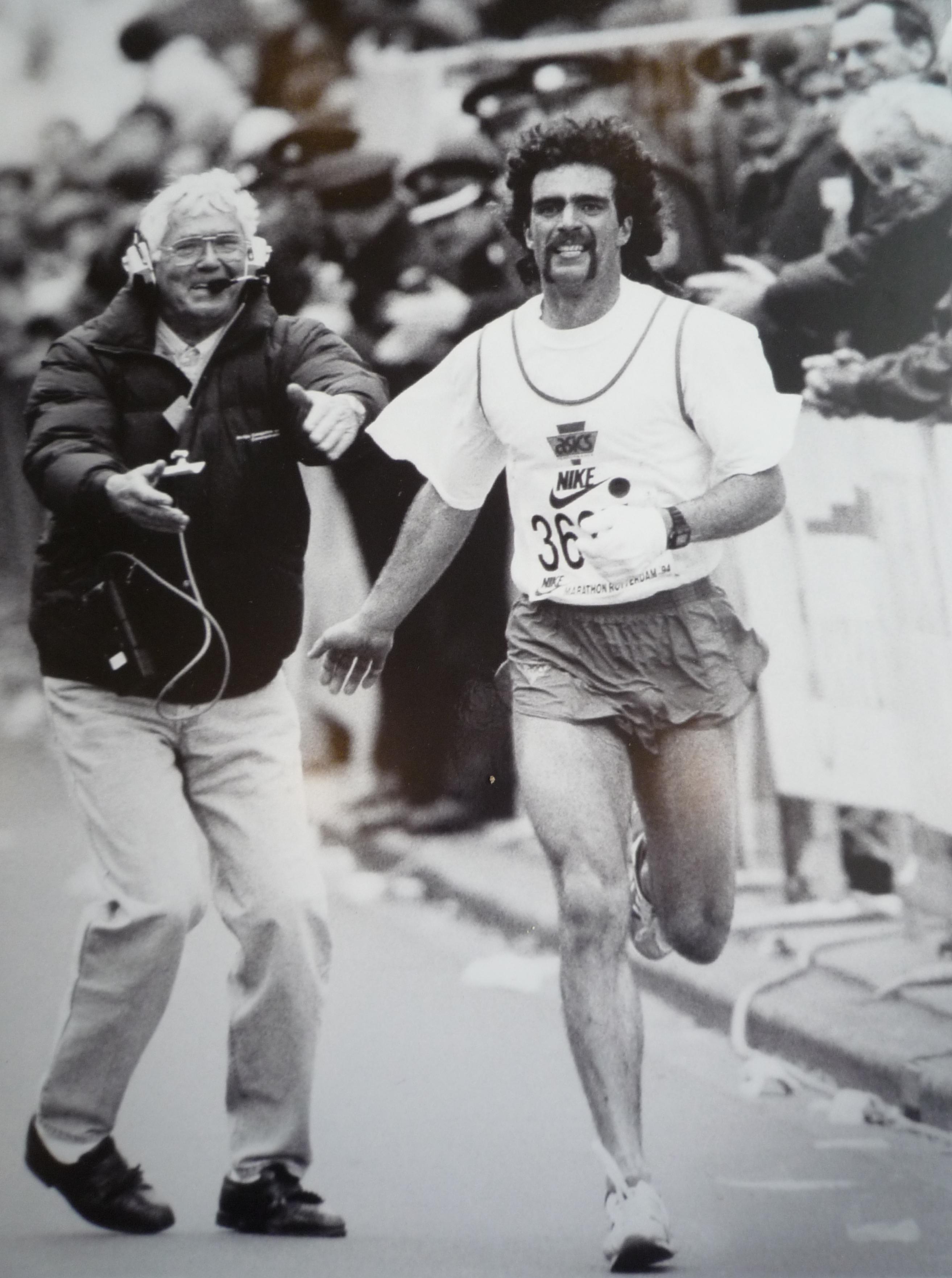 Dick van Maaren en Paul Kruithof tijdens zijn clubrecord op de marathon