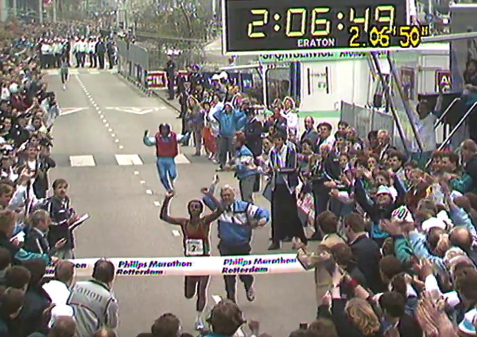 Belayneh Densamo loopt het wereld record op de marathon